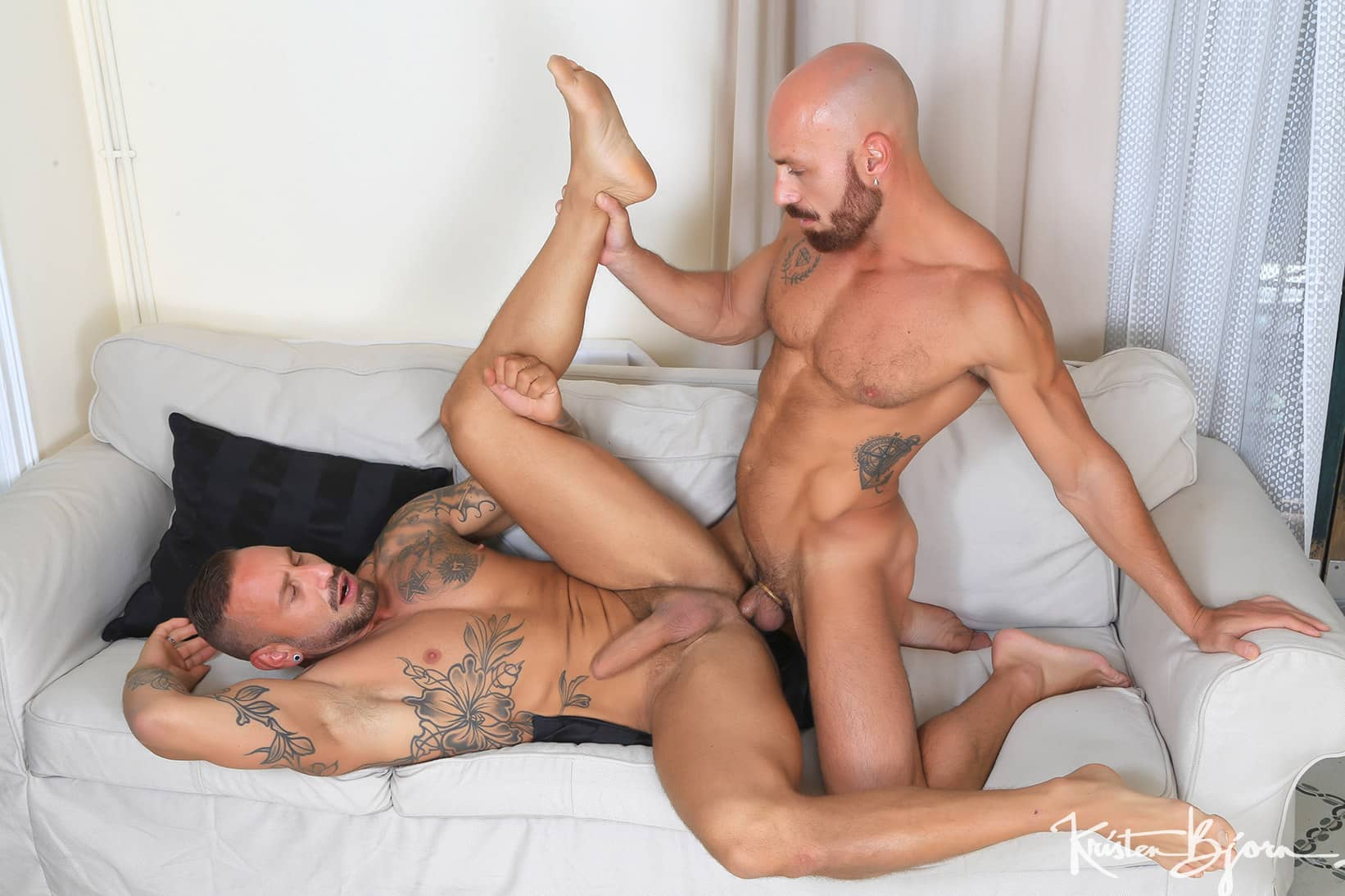 Casting Couch 450 – Samuel Redx and Antonio Miracle